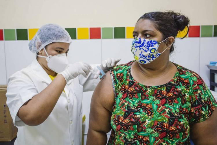 FORTALEZA, CE, BRASIL, 11-05-2020: Posto Dr. Luis Costa no bairro Benfica. Terceira etapa de vacinação contra a gripe em postos de saude.(Foto: Aurelio Alves/O POVO) (Foto: Aurelio Alves/O POVO)