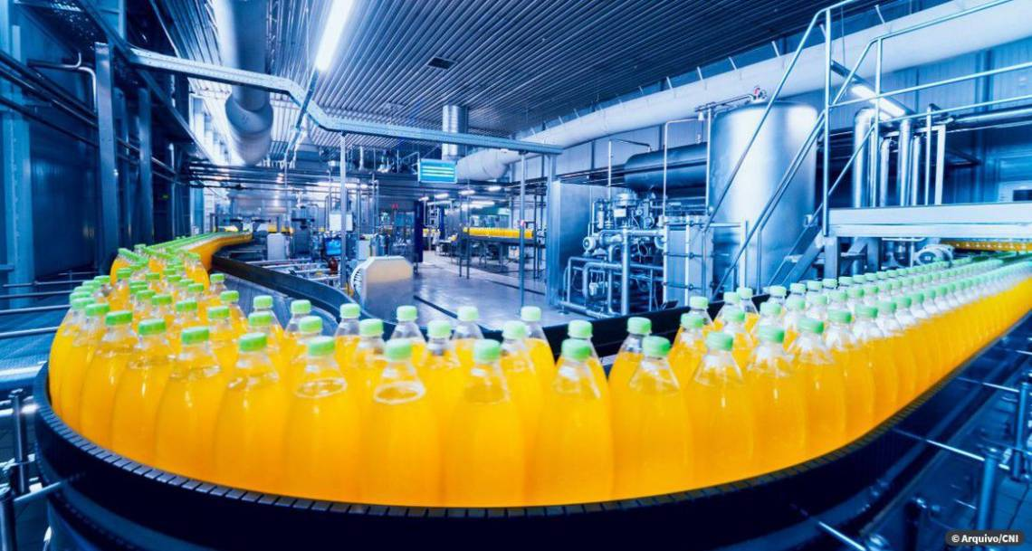 Faturamento da indústria volta a crescer em março, segundo CNI