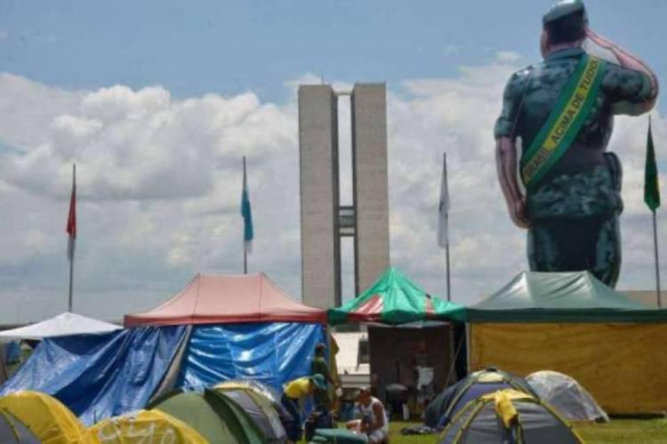 O manifestante estava responsável por levar o comboio e se juntaria aos outros que estão acampados na Praça dos Três Poderes