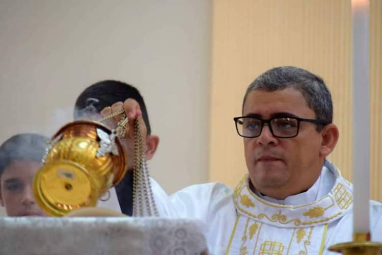 Glauberto Alves é pároco da Paróquia São Sebastião e está cumprindo isolamento em casa (Foto: Pastoral de Comunicação da Diocese de Iguatu)