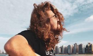 O cantor Caike Falcão se apresenta no domingo, 17