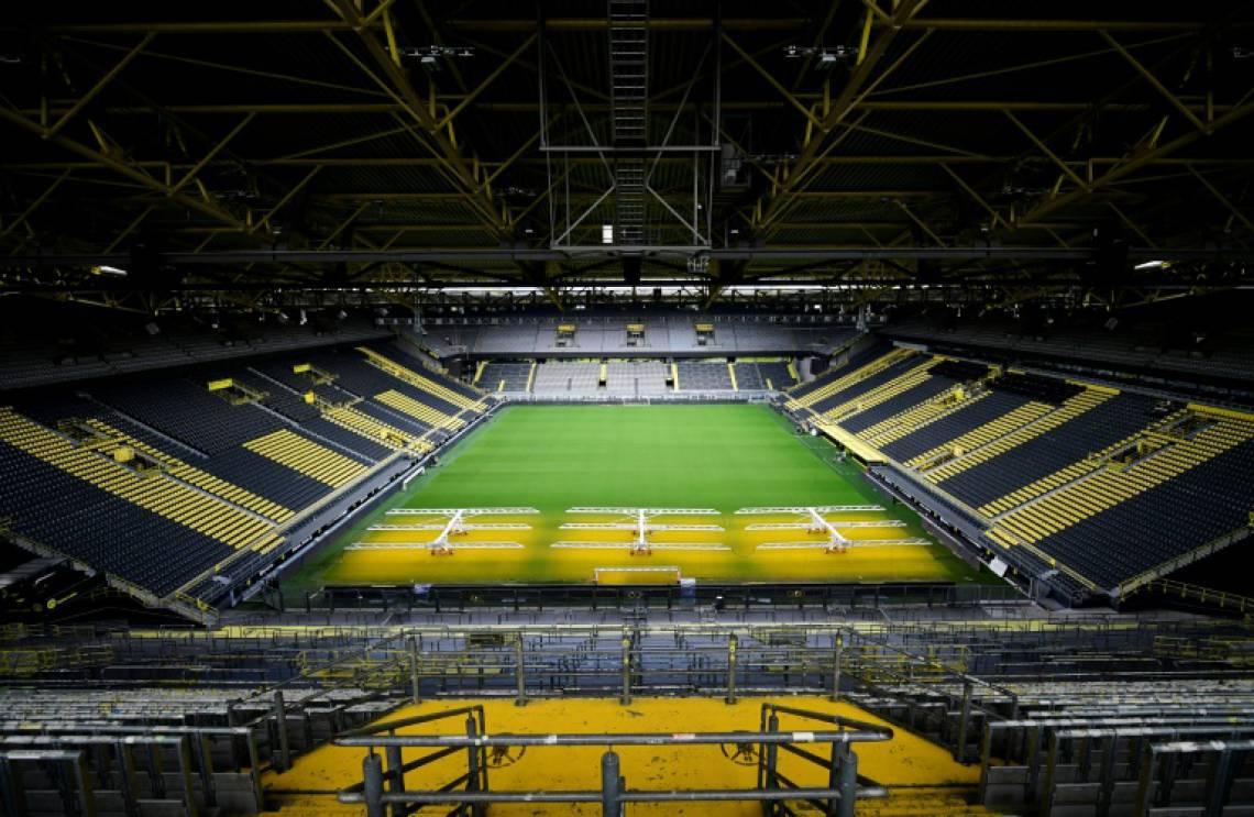Signal Iduna Park, palco de Dortmund e Schalke 04, ficará vazio pelo restante da temporada