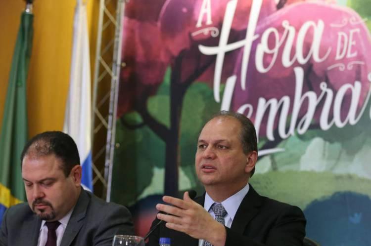 Francisco Figueiredo (à esquerda), ao lado do ex-ministro Ricardo Barros, que o indicou ao cargo