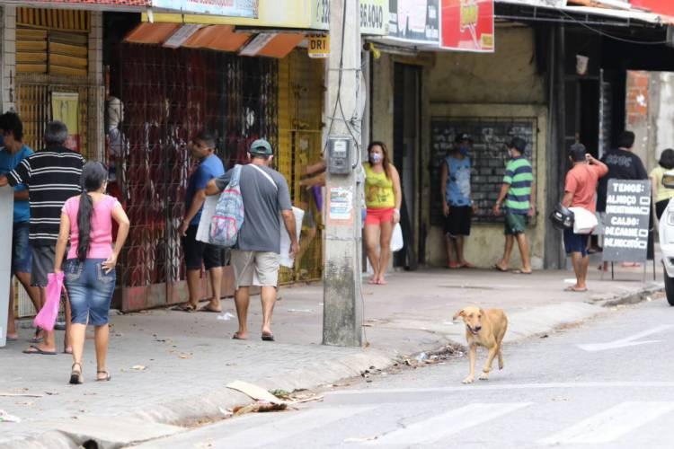 Uso de máscaras segue obrigatório no Ceará; já as aglomerações continuam proibidas (Foto: FÁBIO LIMA)
