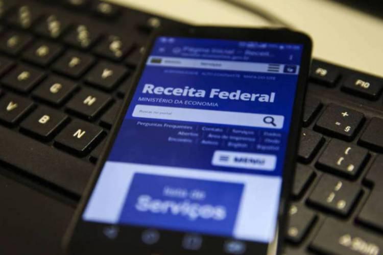 Com o aplicativo da Receita Federal é possível fazer toda a declaração do próprio smartphone, tablet ou computador (Foto: Marcello Casal Jr/Agência Brasil)