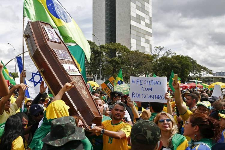Brasil é, com grande margem, o país com mais mortos por coronavírus na América Latina. São 70 mil óbitos no subcontinente e quase 40 mil só em terras brasileiras (Foto: SÉRGIO LIMA / AFP)