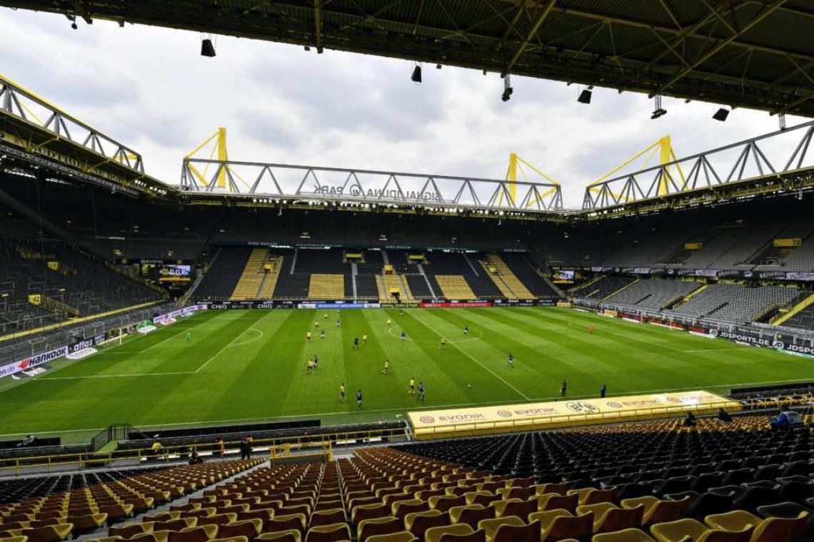 A partida entre Borussia Dortmund e Schalke 04 não teve a presença de torcedores nas arquibancadas do Signal Iduna Park