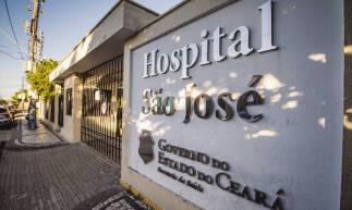 FORTALEZA, CE, BRASIL, 18-05-2020: Fachada do Hospital São José, movimentaçãp em frente ao Hospitalonde onde trata COVID-19. Em epoca de COVID-19. (Foto: Aurelio Alves/O POVO)