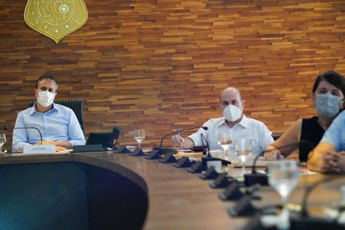 Camilo Santana e Roberto Cláudio durante reunião nesta terça-feira, 19