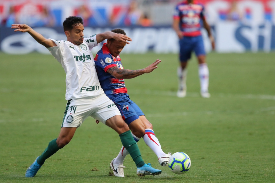 Palmeiras protestou contra preços dos ingressos para visitantes no jogo contra o Fortaleza no Castelão