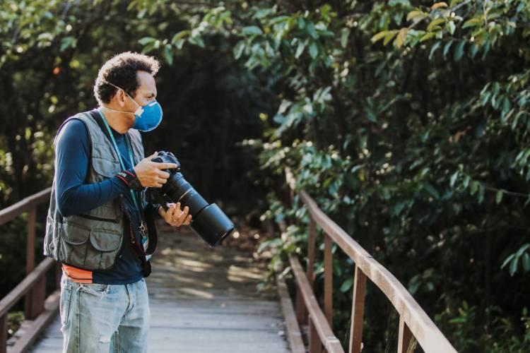 FORTALEZA - CE, BRASIL, 05-05-2020:  Demitri Túlio visitou o Parque Ecológico do Cocó para juntamente com o biólogo Gabriel Aguiar para ver o impacto do fechamento do Parque na pandemia (Foto: JÚLIO CAESAR)