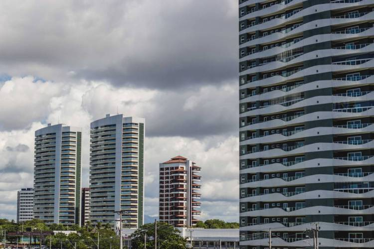 FORTALEZA, CE, BRASIL, 20-05-2020: Predios. Avenida Engenheiro Santana Junior. Em epoca de COVID-19. (Foto: Aurelio Alves/O POVO) (Foto: Aurelio Alves/O POVO)