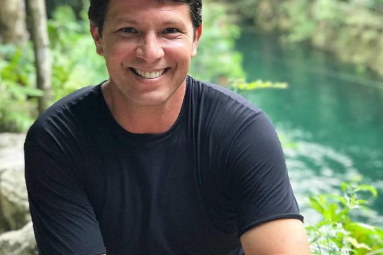 Aos 48 anos, Frias é apoiador de Bolsonaro e tem passagens por diversas emissoras de televisão na carreira (Foto: Reprodução/Instagram)