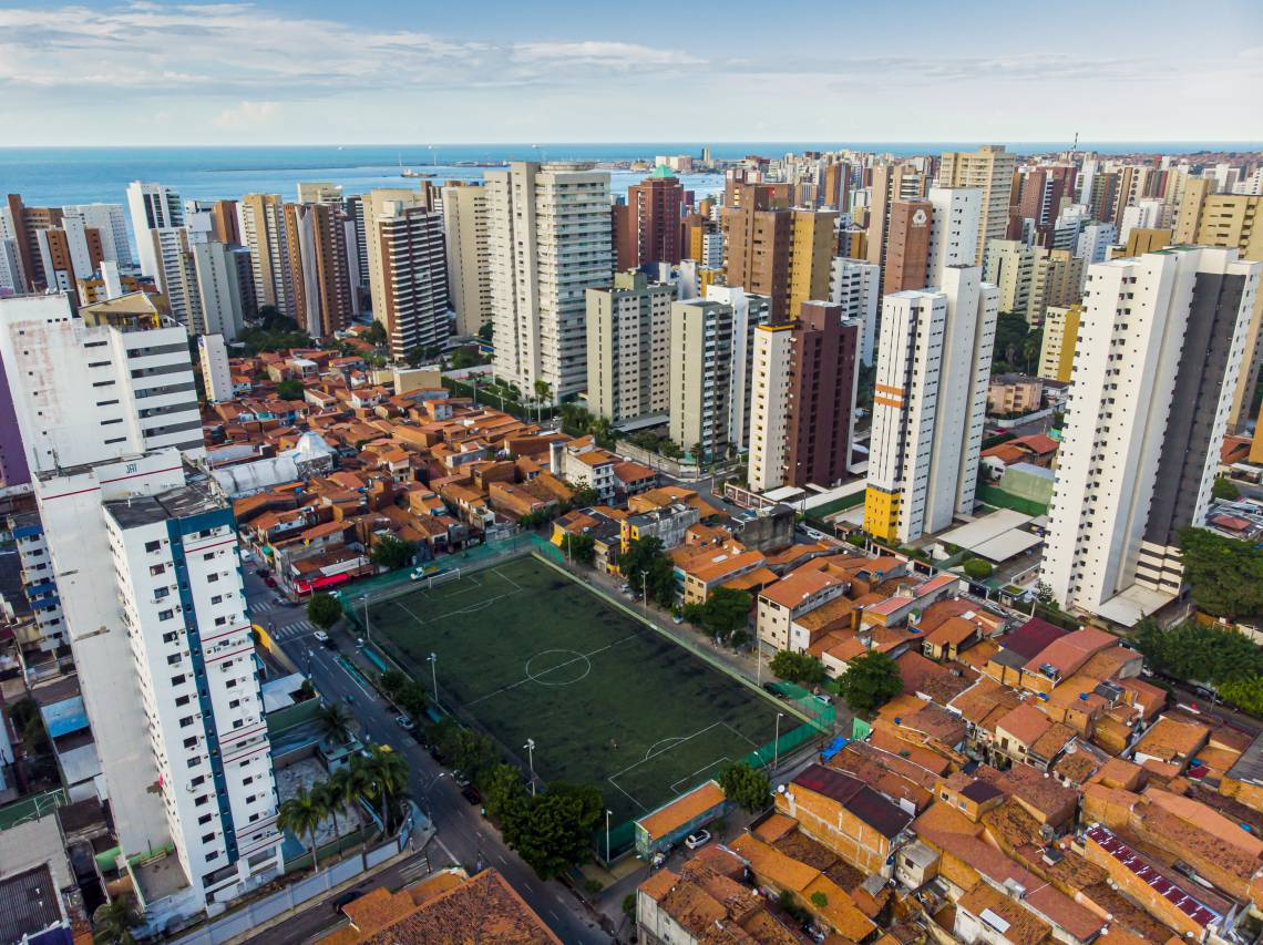 Vista aérea do Meireles, bairro com o maior número de casos de Covid-19 em Fortaleza (FCO FONTENELE /O POVO)