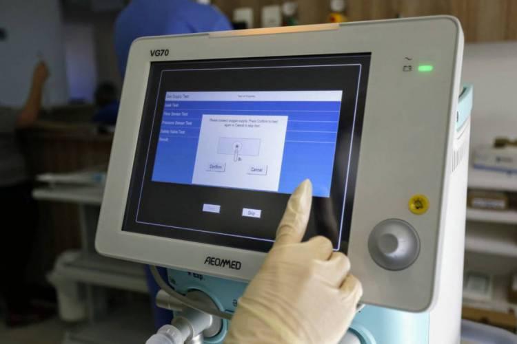 De acordo com a Confederação Nacional da Indústria, cada aparelho pode ajudar no tratamento de até 10 pessoas (Foto: Reprodução/Twitter Camilo Santana)