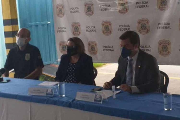 Josefa Lourenço, chefe da delegacia da Polícia Federal de Juazeiro, onde aconteceu a coletiva afirma que a população é vítima do esquema (Foto: Divulgação/PF)