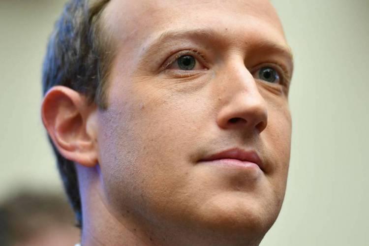 Zuckerberg apontou que informações falsas devem ser excluídas, não importando quem as tenha postado. Bolsonaro falava sobre