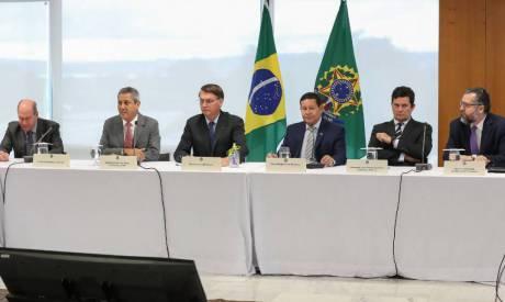 Bolsonaro e ministros em reunião