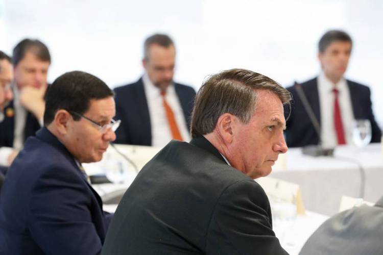Datafolha: 72% dos entrevistados rejeitam ideia de Bolsonaro de distribuir armas para a população