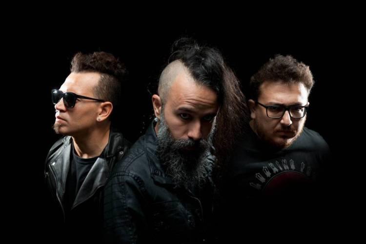 Banda cearense Plastique Noir apresentou show gravado na noite desta sexta-feira, 22, e participará do festival Gothicat no sábado, 23 (Foto: Reprodução/Facebook)