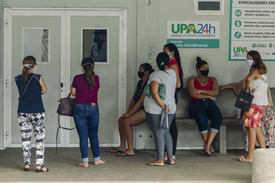 MOVIMENTAÇÃO na UPA do Bairro Edson Queiroz na manhã desta sexta-feira, 22