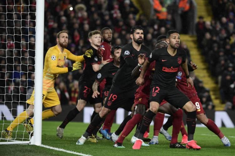 Duelo entre Liverpool e Atlético de Madrid teve cerca de 53 mil torcedores (Foto: AFP)