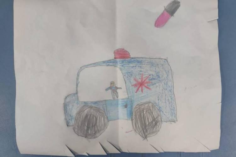 Desenho feito por criança de seis anos para homenagear profissionais do Samu  (Foto: arquivo pesssoal )