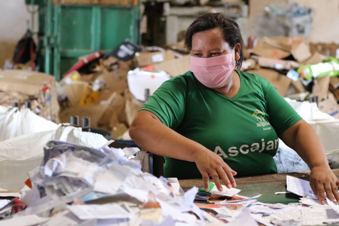 FORTALEZA, CE, BRASIL, 25.05.2020: Sebastiana do Carmo Alves, 43 coordenadora da Associação dos catadores do Jangurussu. Pessoas em situação de extrema pobreza. (Fotos: Fabio Lima/O POVO)