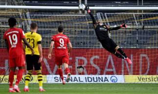 Kimmich contou com ajuda do goleiro Bürki para fazer o golaço que garantiu a vitória do Bayern sobre o Borussia