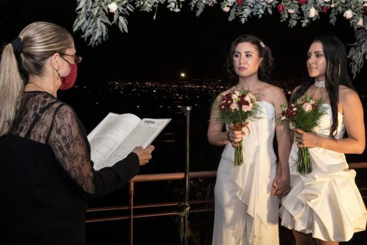O casamento LGBT foi reconhecimento legalmente na Costa Rica (Foto: Ezequiel BECERRA / AFP)