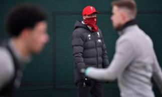Liverpool lidera a Premier League com 25 pontos de vantagem sobre o vice-líder, Manchester City. Restam 10 rodadas para os Blues e 9 para os Reds