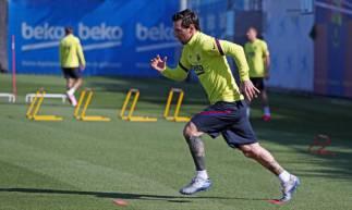 Lionel Messi voltou a treinar com o Barcelona e lamentar só jogar a Copa América 2020 no próximo ano