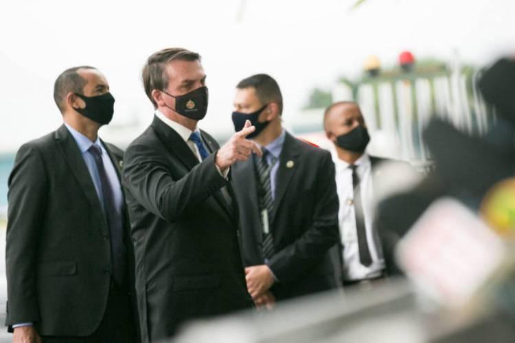 Jair Bolsonaro e apoiadores (Foto: Reprodução)