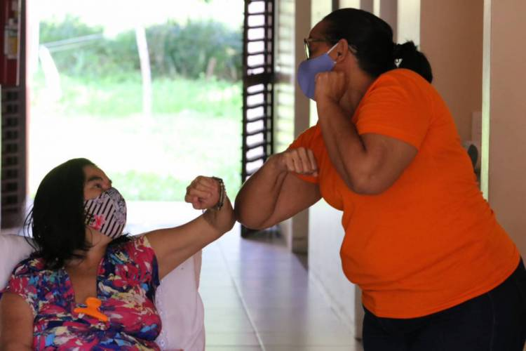 FORTALEZA, CE, BRASIL, 29.05.2020: Casa do Sol Nascente, lugar de apoio para adultos e crianças soro positivas. CEU - Condomínio Espiritual Uirapurú. Local executou medidas preventivas contra a Covid-19   (Foto: FABIO LIMA)