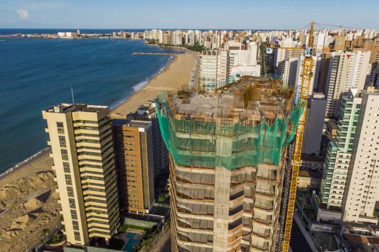 Construção civil com obras paralisadas em Fortaleza (Foto: FCO FONTENELE)