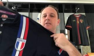 Rogério Ceni doou camisa em prol de arrecadação para o centro de excelência do Fortaleza
