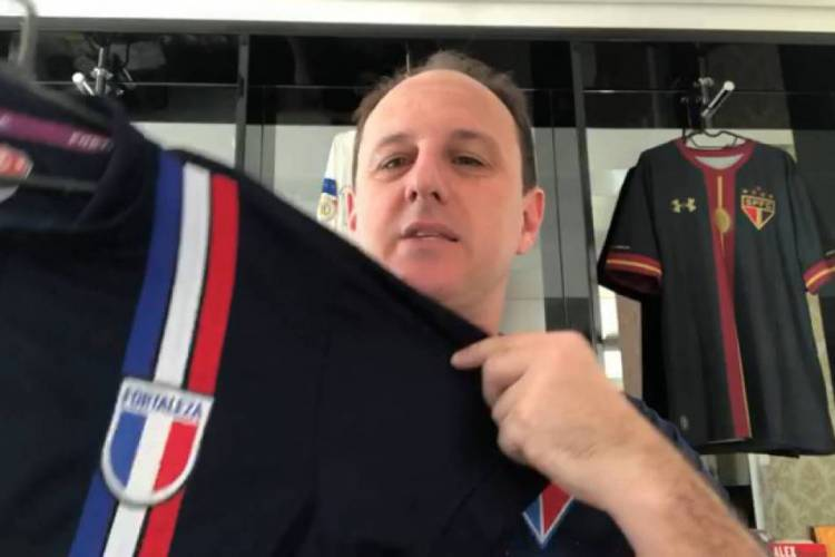 Rogério Ceni doou camisa em prol de arrecadação para o centro de excelência do Fortaleza  (Foto: Reprodução/Fortaleza )