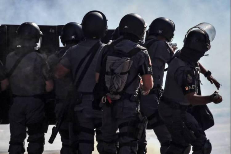 Polícia dispersou parte da manifestação em São Paulo (Foto: Nelson ALMEIDA / AFP)