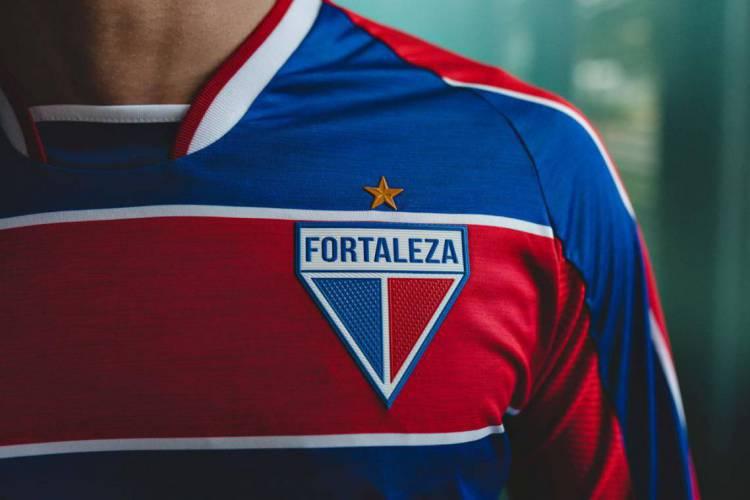 Clube vendeu 1000 camisas na pré-venda e mais 1400 após anuncio  (Foto: Divulgação/Fortaleza EC)
