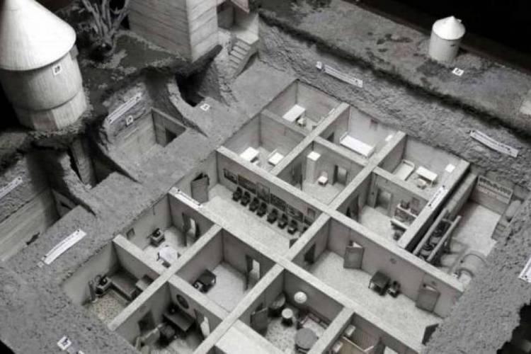 Reconstituição do bunker utilizado por Adolf Hitler durante a Segunda Guerra Mundial (Foto: Reprodução)