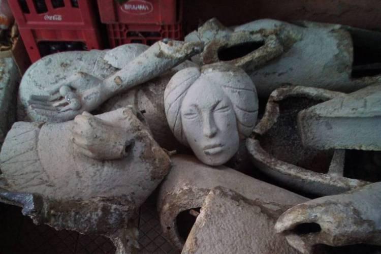 Pedaços da escultura