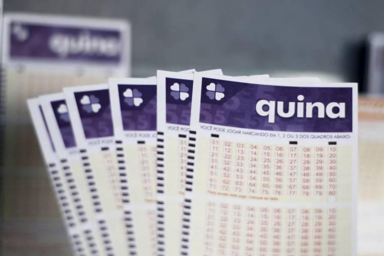 O resultado da Quina Concurso 5285 foi divulgado na noite de hoje, terça-feira, 2 de junho (02/06), por volta das 20 horas. O prêmio da loteria está estimado em R$ 9,7 milhões (Foto: Deísa Garcêz)