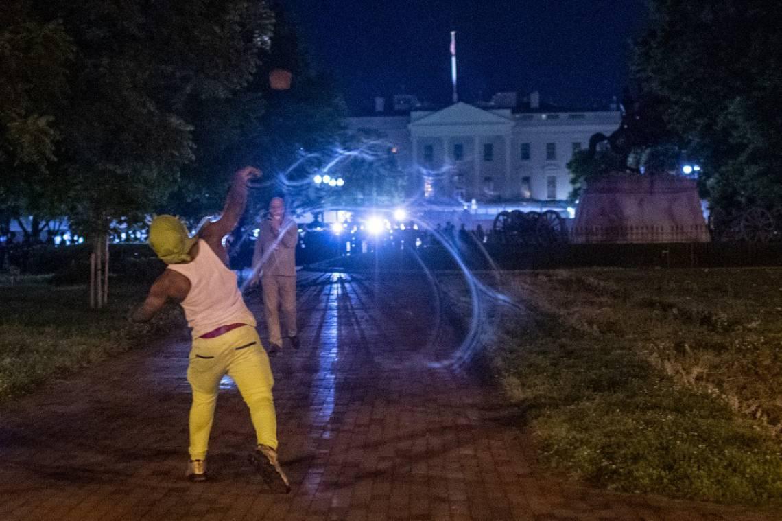 Protestos em frente à Casa Branca, em Washington, obrigaram Trump a se refugiar em um bunker