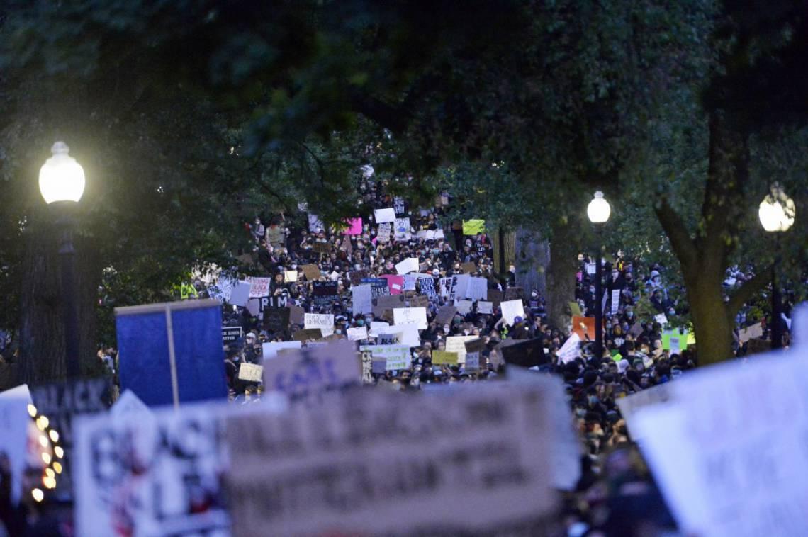 Ato em Boston juntou milhares de pessoas em protesto pela morte de George Floyd