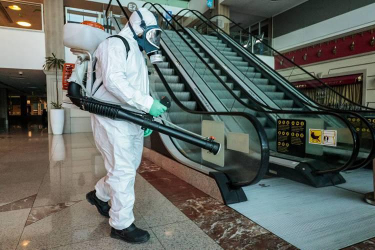 Shoppings tomaram medidas de proteção para o retorno das atividades após reabertura da economia  (Foto: FCO FONTENELE)