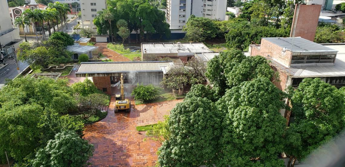 (Foto: Paulo Rabelo/Especial para O Povo)Fortaleza em 2 de junho de 2020, Inicio da demolição da Mansão Macêdo, antiga sede do grupo J. Macêdo, em Fortaleza