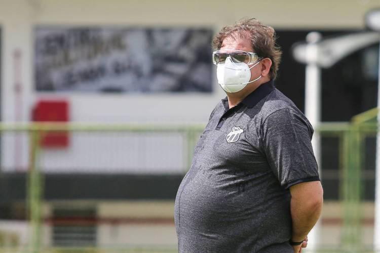 Guto Ferreira avaliou a vitória do Ceará contra o CRB (Foto: Felipe Santos / cearasc.com)