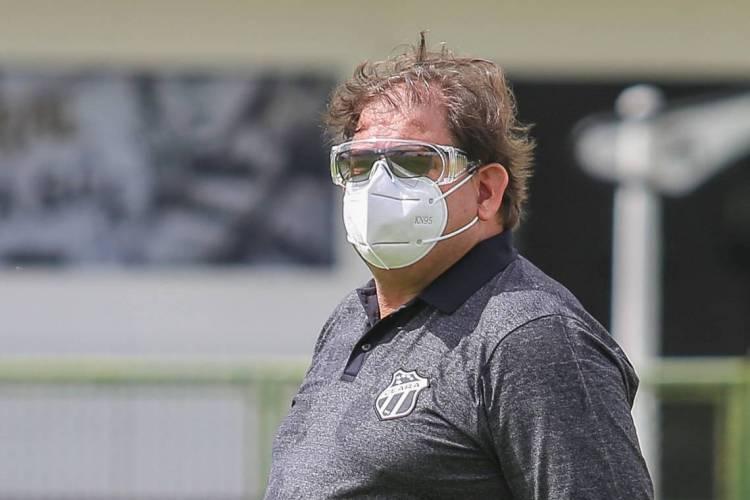 Técnico Guto Ferreira tem retorno do Charles, mas falta definir dupla de Luiz Otávio na zaga  (Foto: Felipe Santos / cearasc.com)