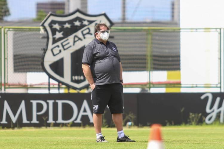 Guto Ferreira tem a missão de, no seu primeiro jogo, fazer Alvinegro avançar no Nordestão  (Foto: Felipe Santos/Ceará SC)