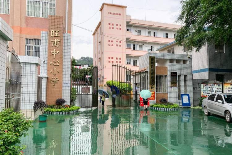 Escola de ensino básico fica em Cangwu, sul da China (Foto: STR / AFP)